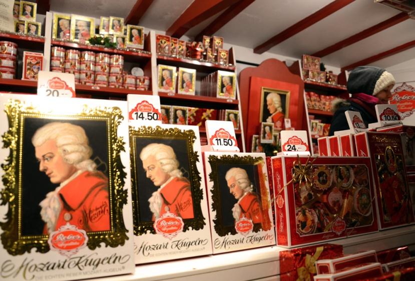 Mozartkugeln al mercadet nadalenc de Salzburg. Això no falta en tot l'any