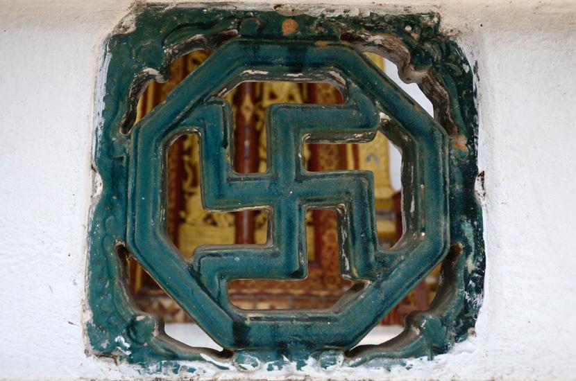 Esvàstica a un temple budista de Luang Prabang