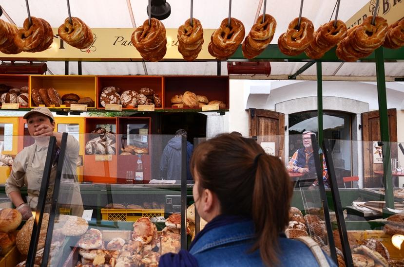 Bolzano: Panadería típica (y 'Brezen') en el mercado
