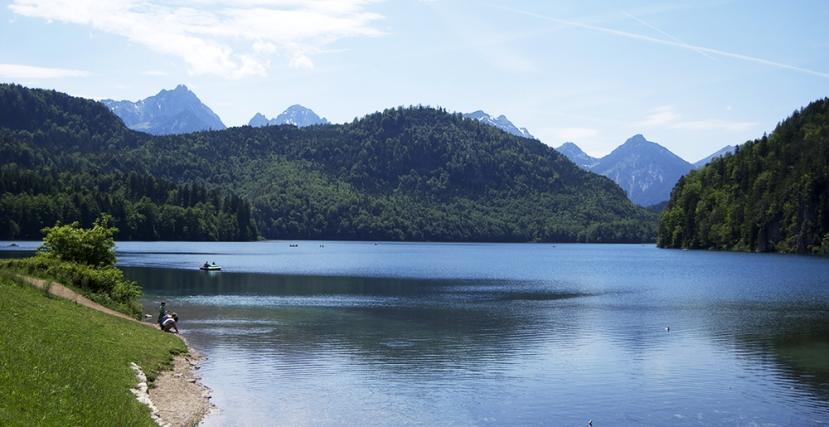 Vista de l'Alpsee amb les muntanyes de fons