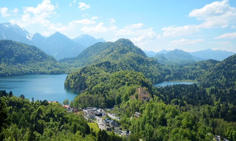 L'Alpsee a l'esquerra i el Schwansee a la dreta