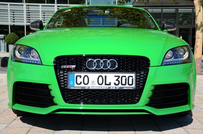 'Uno de tantos' aparcado a la puerta del Audi Forum