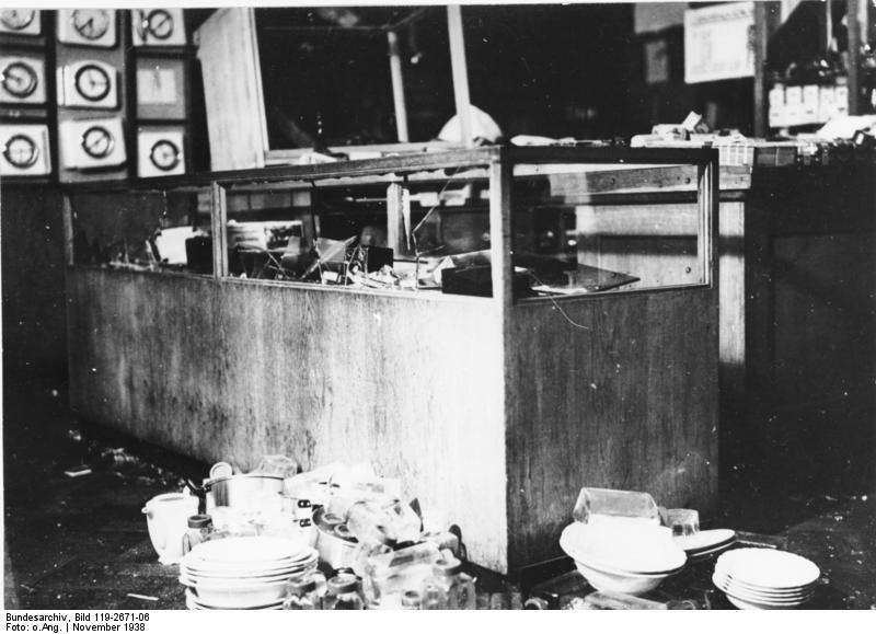 Galería comercial Uhlfelder, en Múnich, saqueada el 9 de noviembre de 1938. / BUNDESARCHIV CC