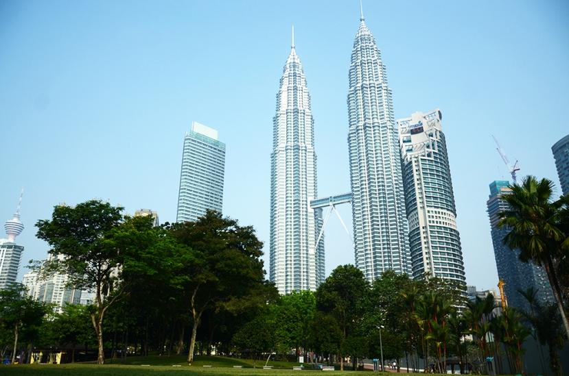 Panorámica de la ciudad con las torres gemelas
