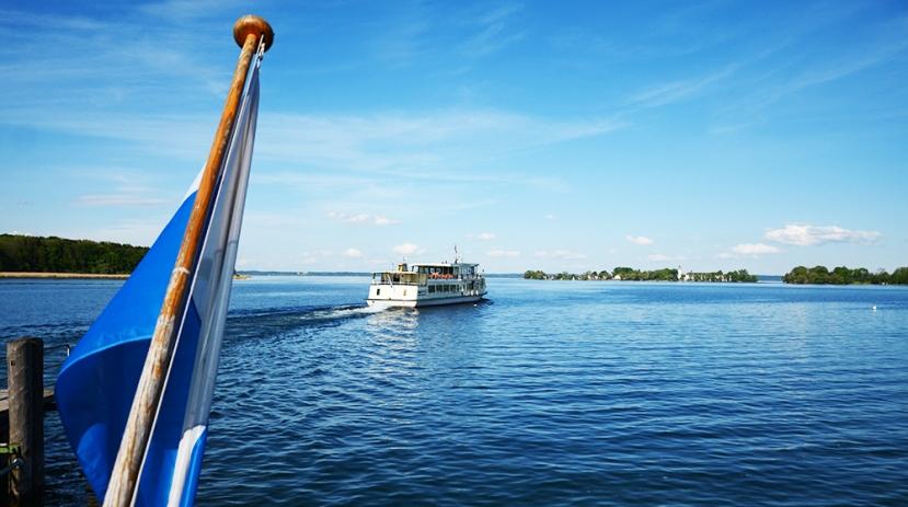 El lago Chiem y la Fraueninsel desde Herreninsel
