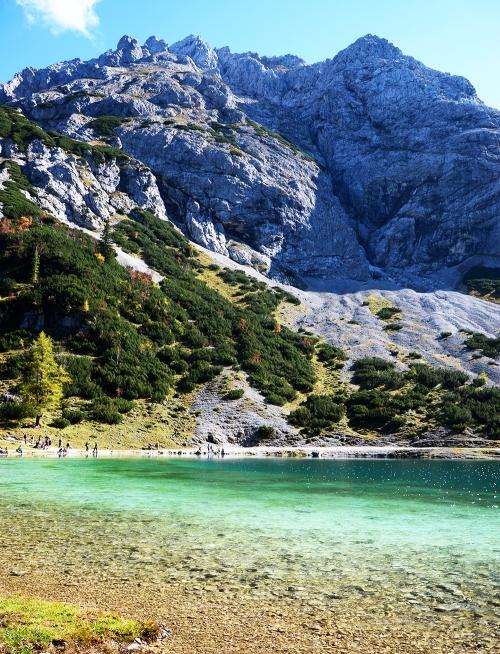 El lago se encuentra a unos 1.650 metros de altitud