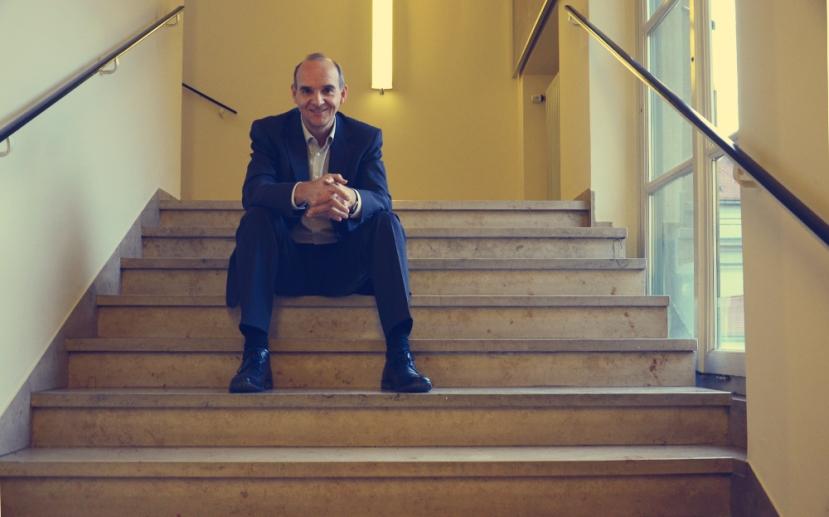 Ferran, en las escaleras del Instituto