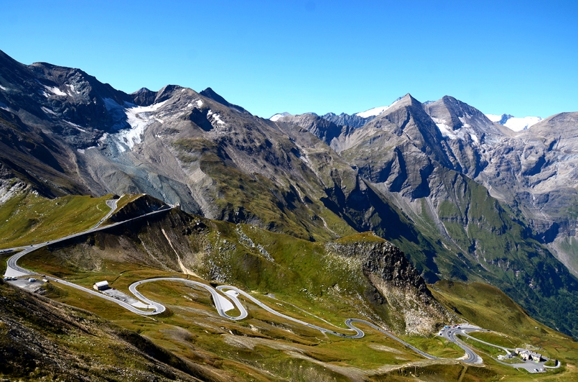 Deliciosa carretera, con los principales picos del Hohe Tauern de fondo